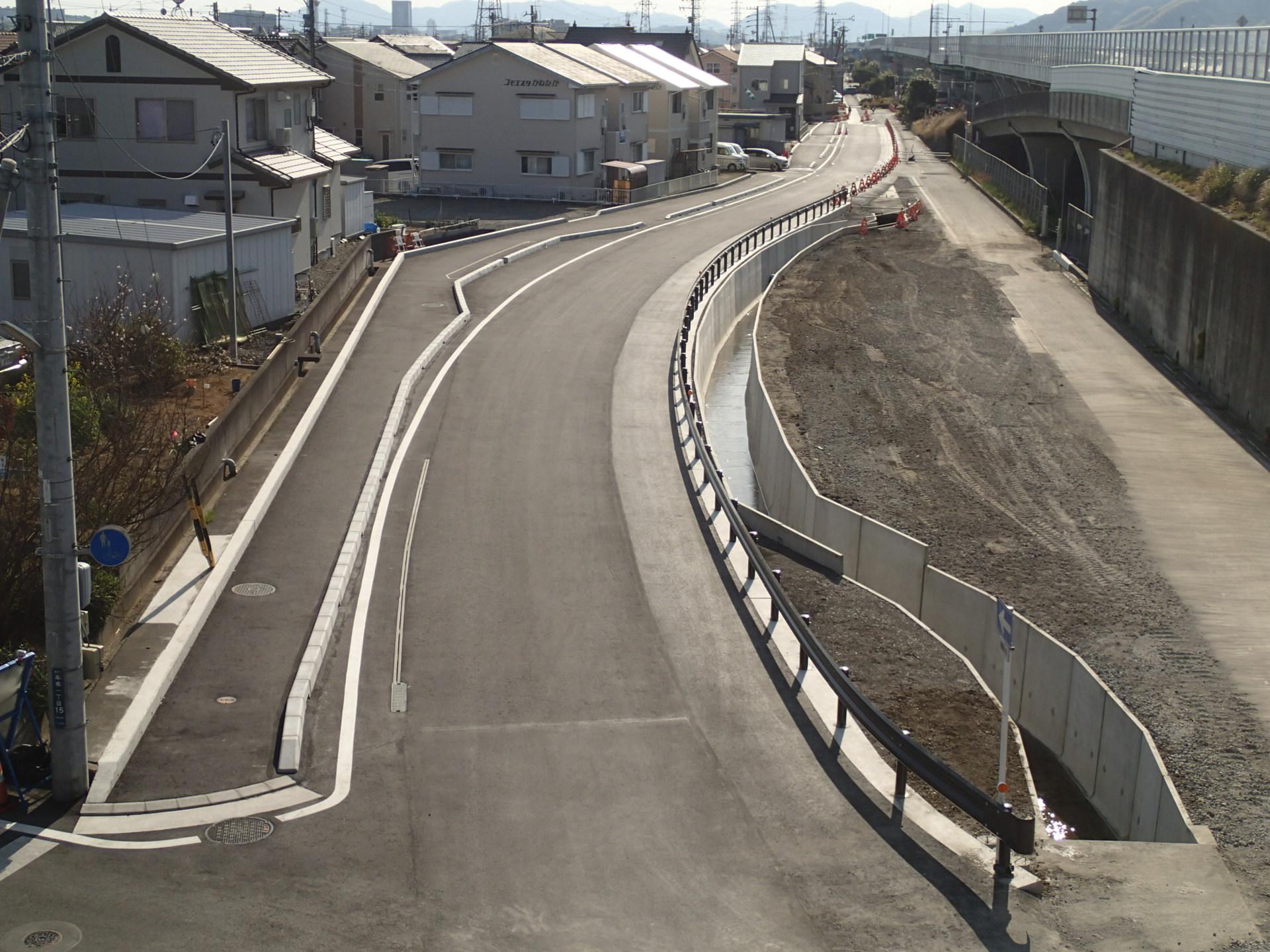 国道1号静清バイパス副道(下り線)及び飯田高架橋P5橋脚