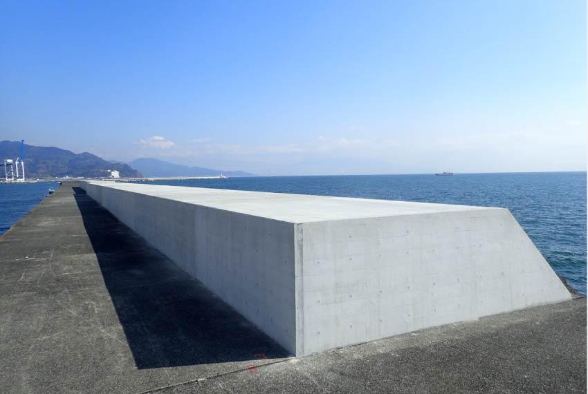 2011年3月、三陸沖を震源とするマグニチュード9.0の巨大地震が発生し、津波により多くの人命が失われ、各地に甚大な被害をもたらしました。今後も想定される大地震に備えるため、当社は積極的に防災対策及び災害支援に取り組みます。